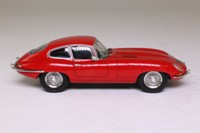 Atlas Editions 4 656 102; 1961 Jaguar E-Type 2+2 Coupe; Red: 77 RW
