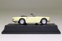 Atlas Editions 4 656 108; 1972 Triumph TR6 Sports; Primrose Yellow