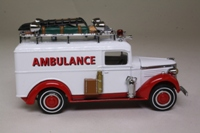 Matchbox Collectibles YYM35192; 1937 GMC Fire Service Ambulance