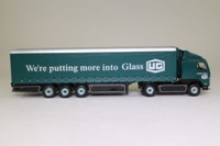 Corgi Superhaulers CC86701; Volvo FH 1:64 Scale; Artic Curtainside Trailer, United Glass; Eddie Stobart