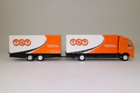 Corgi Superhaulers 59517; Volvo FH 1:64 Scale; Rigid Truck & Trailer; TNT Global Express